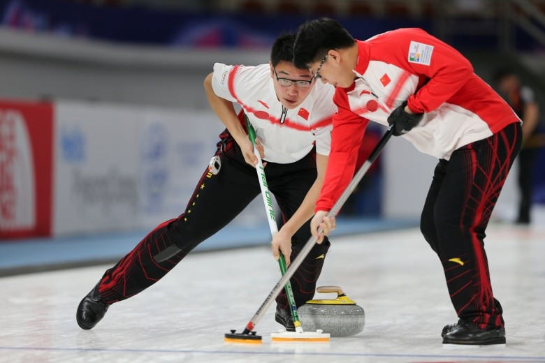 China's men handed hosts South Korea their first defeat of the 2017 World Junior Curling Championships ©WCF