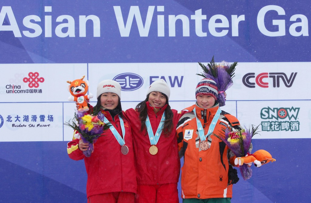 Maral Unenbat, right, received the bronze medal at the 2007 Asian Games, although, on that occasion, the third placed finisher also received a medal ©Getty Images