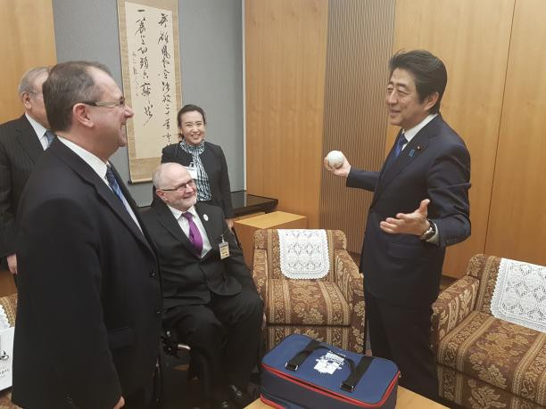 Sir Philip presented the Prime Minister with a boccia set  ©IPC