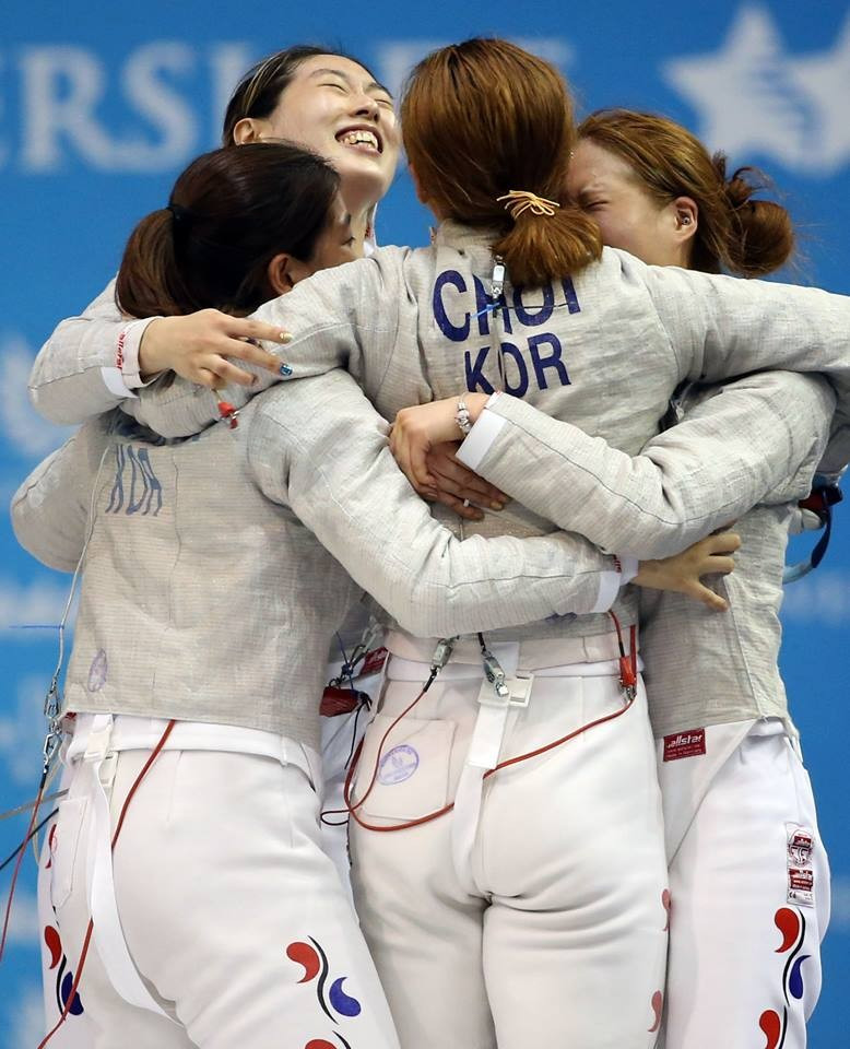 South Korea celebrate women's team sabre fencing gold ©Gwangju 2015