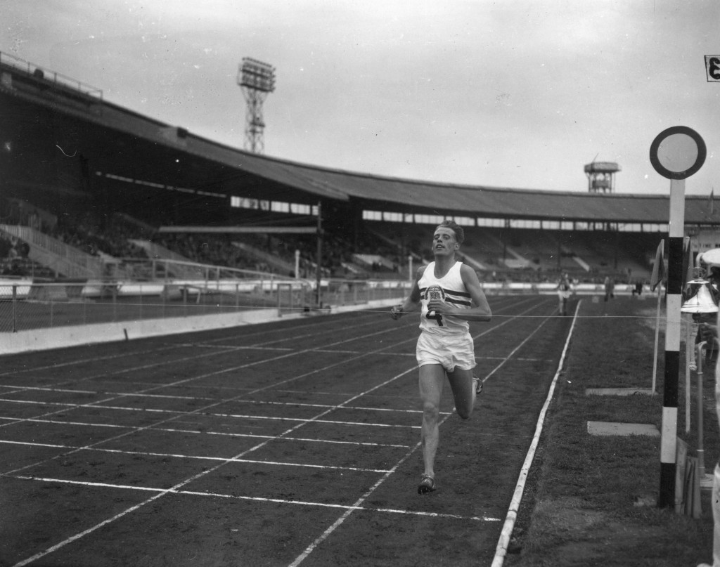 Former mile record holder Ibbotson dies aged 84