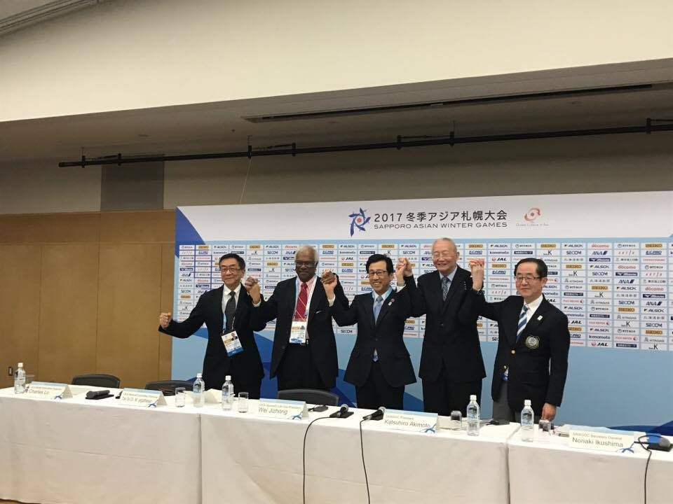 Wei Jizhong, second right, has spoken about introducing sporting flexibility at the Asian Winter Games ©ITG