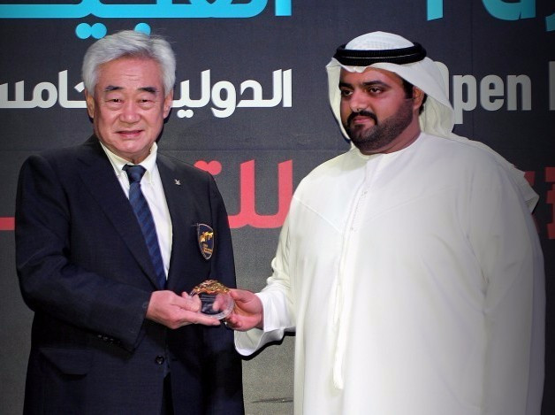 Sheikh Mohammed Bin Hamad Al Sharqi, right, has made a large donation to the Taekwondo Humanitarian Foundation ©WTF