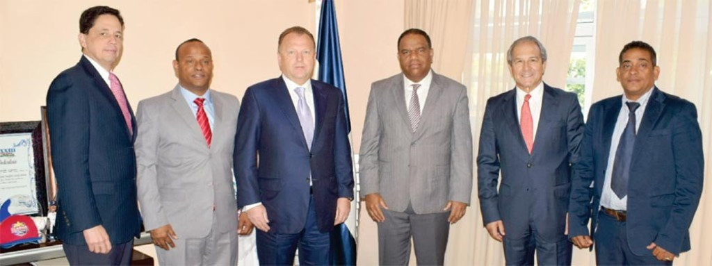 Vizer visits Dominican Republic to meet with judo and Government officials