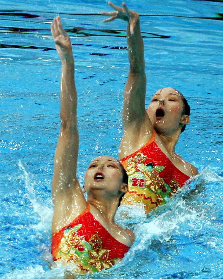 Twin sisters Wen Wen Jiang and Ting Ting Jiang led a Chinese one-two in the technical duets competition on day two of action at the FINA Synchronised Swimming World Series event in Paris ©Getty Images