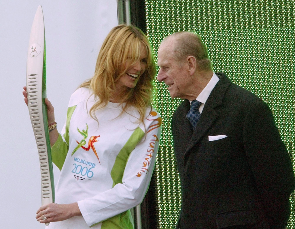 Australian model Elle Macpherson talks to Prince Phillip at the Melbourne 2006 Baton Relay launch  ©Getty Images
