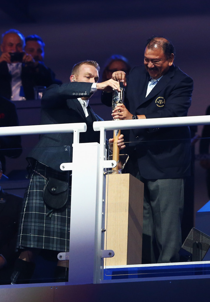 Sir Chris Hoy and Prince Imran struggled to retrieve the message from the Baton at Glasgow 2014  ©Getty Images