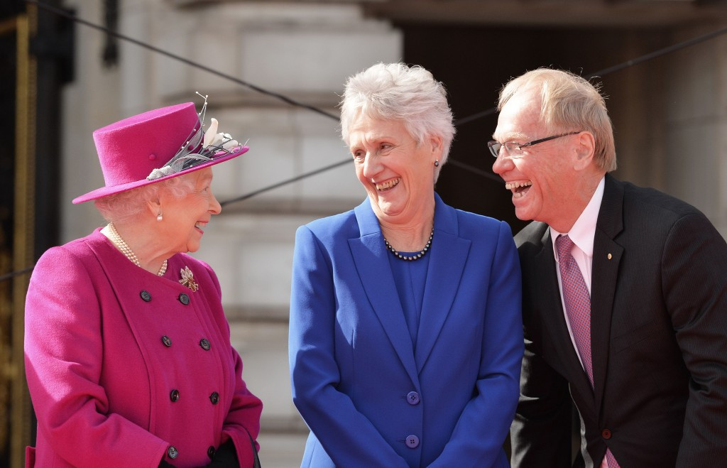 The Queen was greeted by Commonwealth Games Federation President Louise Marin and Gold Coast 2018 chairman Peter Beattie ©Getty Images