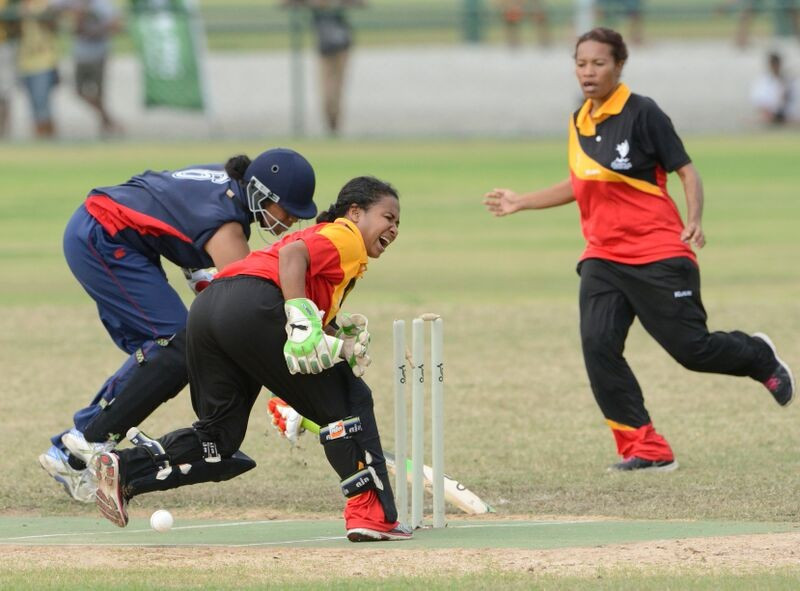 Samoa edged a thrilling women's cricket final as they took gold by a slender three-run margin