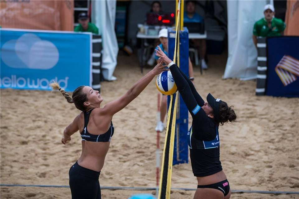 Mixed emotions for hosts on first day of FIVB World Tour event in Sydney