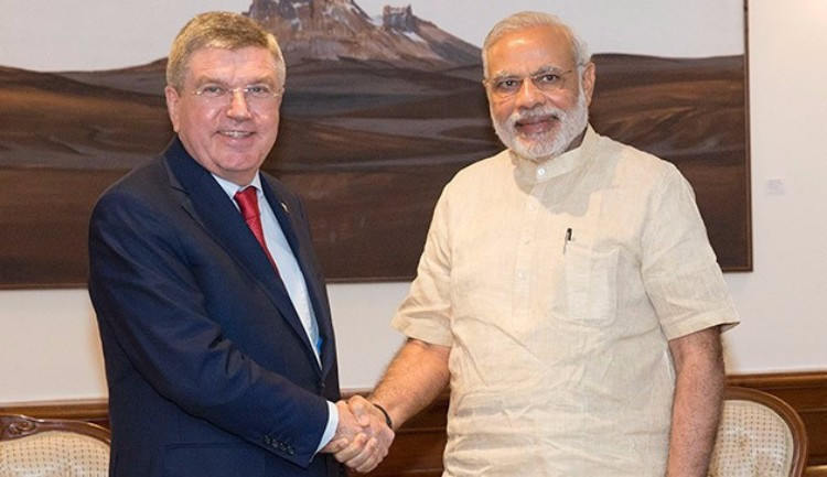 Thomas Bach, left, meeting Indian Prime Minister Narendra Modi in 2015 ©IOC