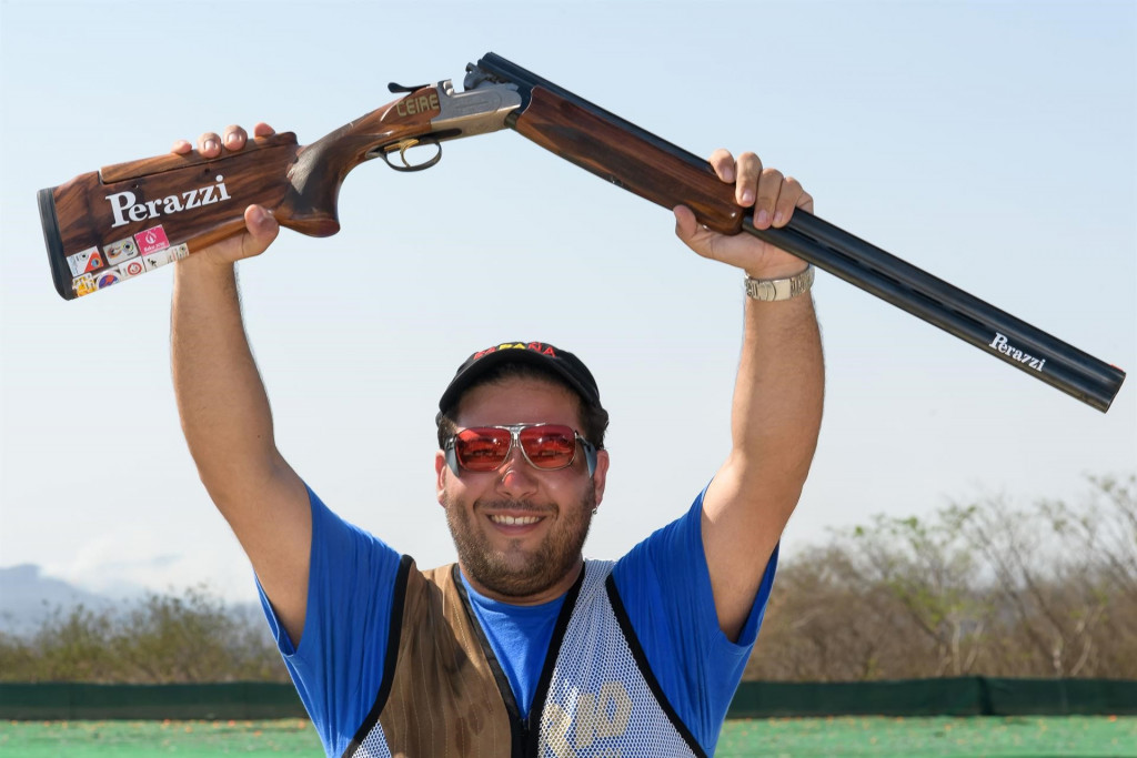 Alberto Fernandez won an all-Spanish final against Antonio Bailon to secure the men's trap gold medal ©ISSF