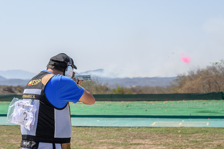 Alberto Fernandez finished with a world record-equalling 45 hits to take gold ©ISSF
