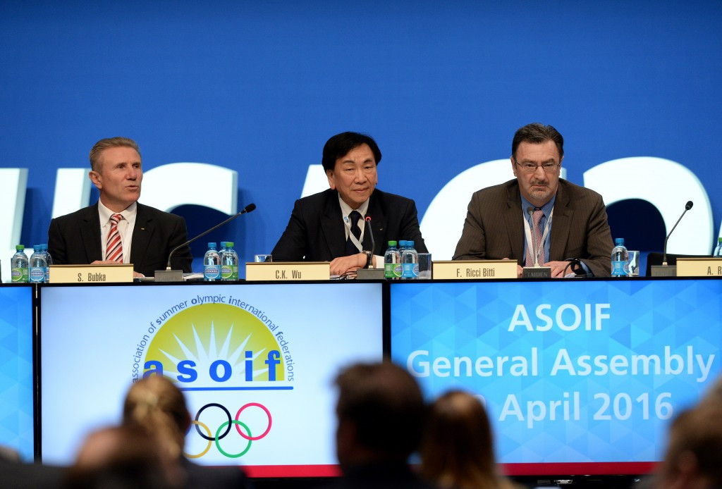 Andrew Ryan, right, alongside IAAF vice-president Sergey Bubka, left, and AIBA President C K Wu ©Getty Images