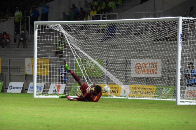 Fiji earned victory over Vanuatu on penalties n the Olympic qualification tournament final following a dull 0-0 draw after extra-time ©Port Moresby 2015