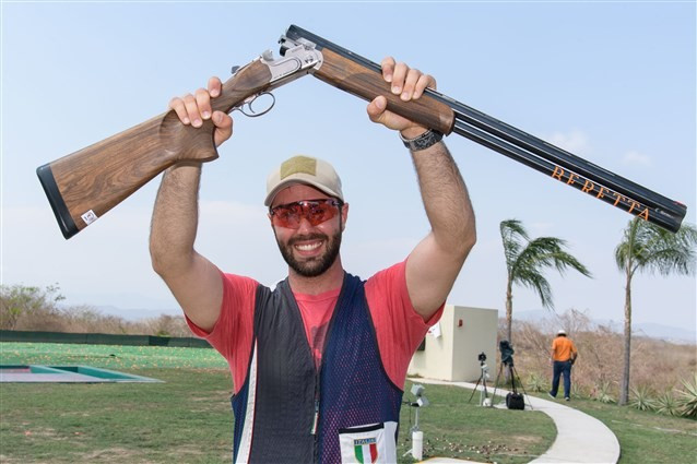Marco Sablone celebrates winning the men's skeet competition ©ISSF
