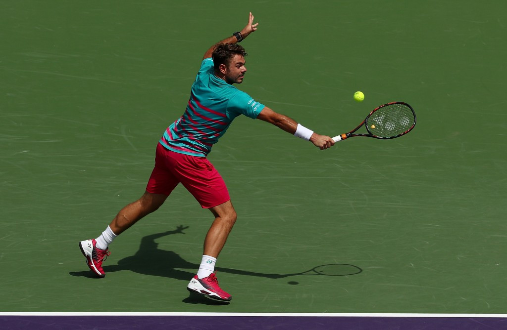 Top seed Wawrinka eases into round four of Miami Open