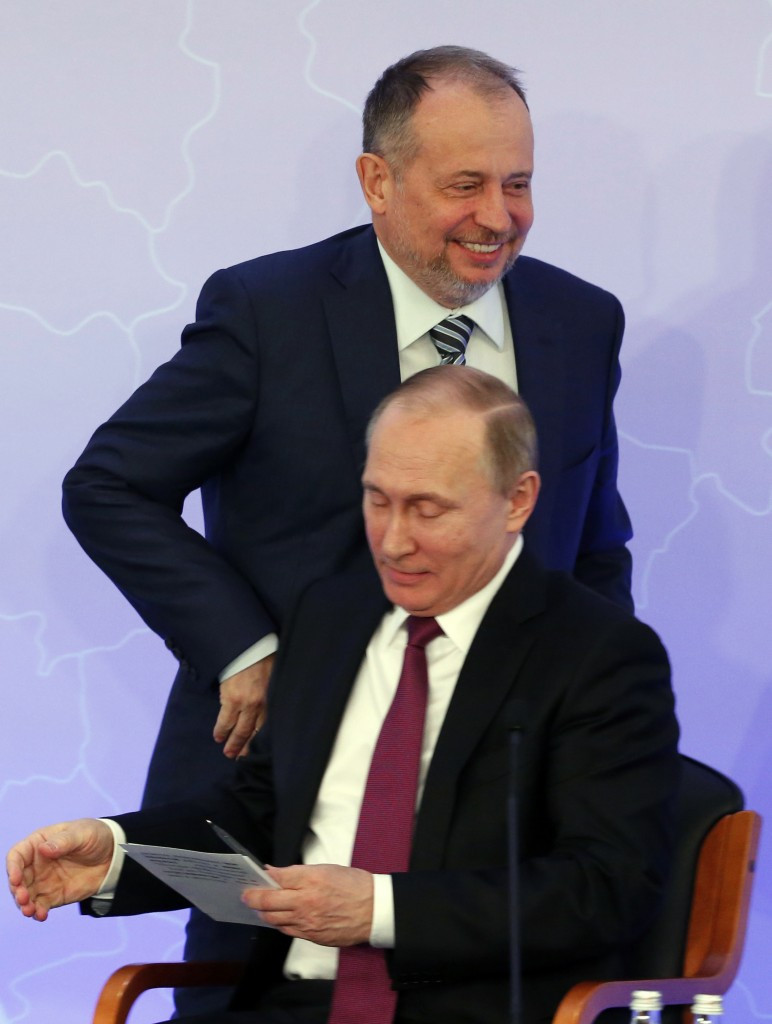 Russian oligarch Vladimir Lisin, pictured with President Vladimir Putin, is also set to form part of the Russian delegation at the SportAccord Convention ©Getty Images