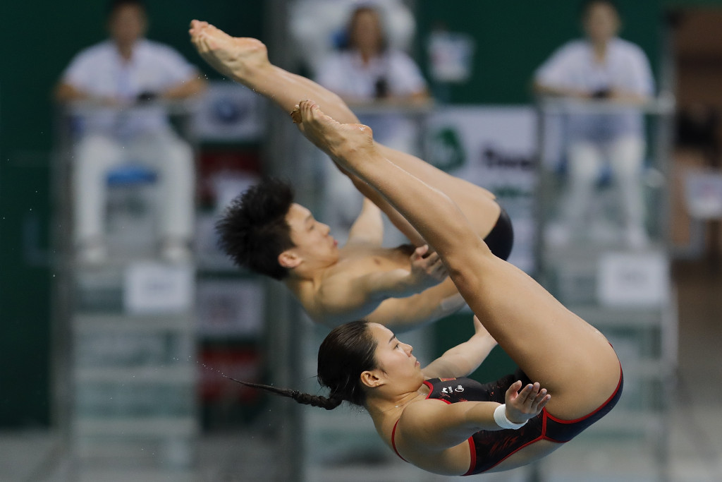Li Zheng and Wang Han combined to win the mixed synchronised three metres title today ©Getty Images