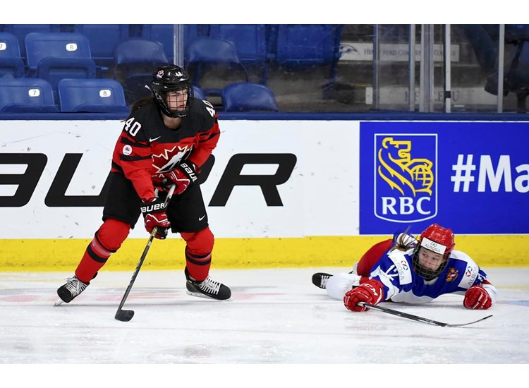 Canada's Blayre Turnbull on the puck during her side's 8-0 win over Russia ©IIHF