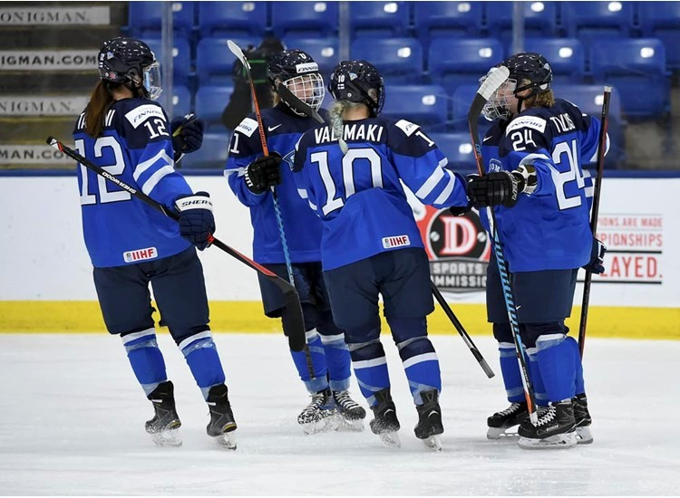 Finland secured a place in the IIHF Women's World Championship semi-finals after beating Sweden 4-0 ©IIHF