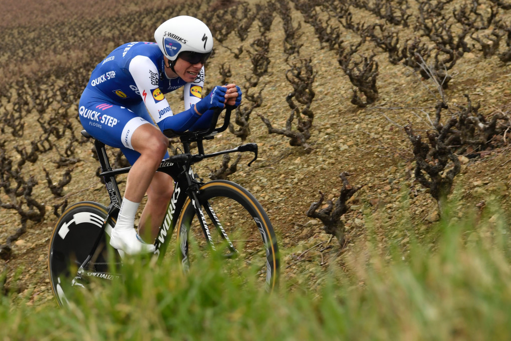 De la Cruz takes overall lead after stage win at Tour of the Basque Country