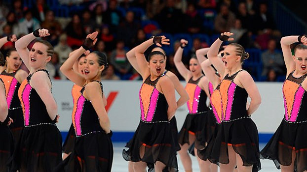 Synchronised skating performances sees 16 people take to the ice ©ISU
