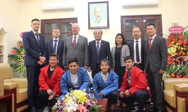 FIAS provides 50 sets of free kit to Vietnamese Sambo Association