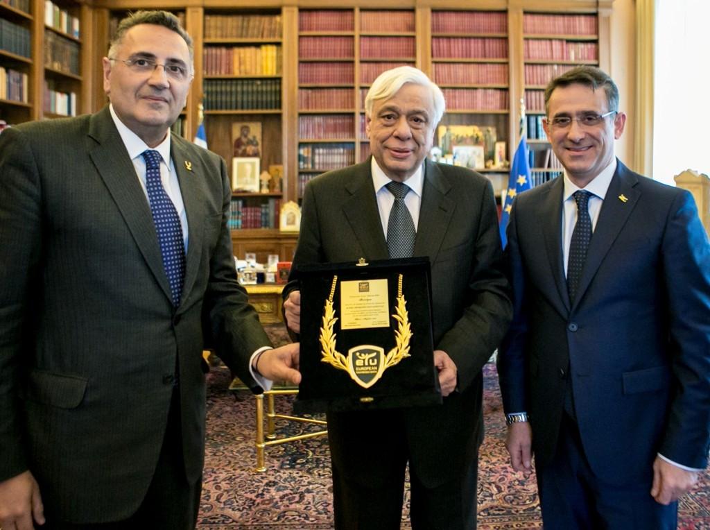ETU officials award Greek President with gold medallion