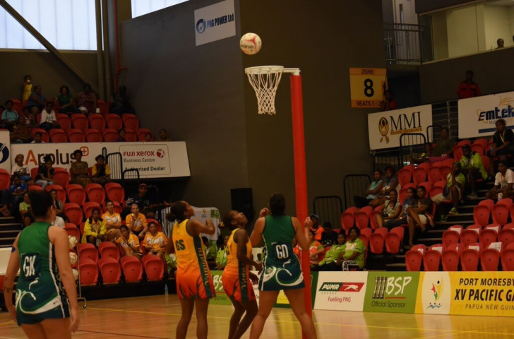 The second day of women's netball action took place as the Cook Islands met Vanuatu at the PNG Power Dome ©Port Moresby 2015