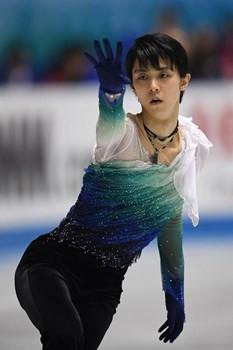 Yuzuru Hanyu helped keep Japan in the top spot ©ISU