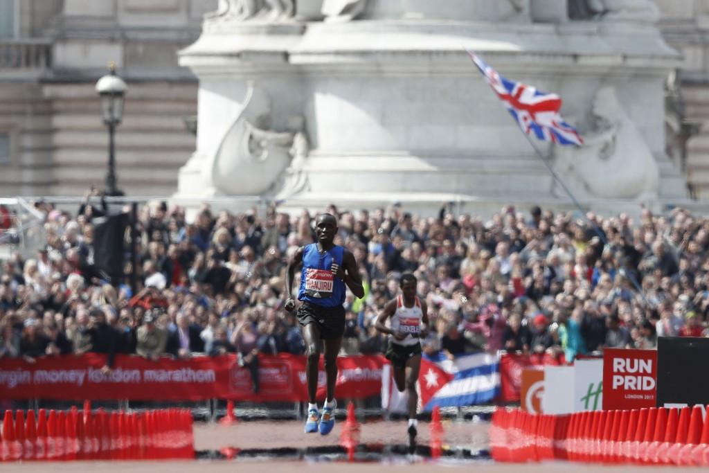 Kenya's Daniel Wanjiru held off Ethiopia's Kenenisa Bekele to win his first London Marathon ©Getty Images