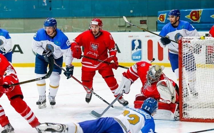 Kazkahstan beat Poland to keep their promotion hopes alive ©IIHF
