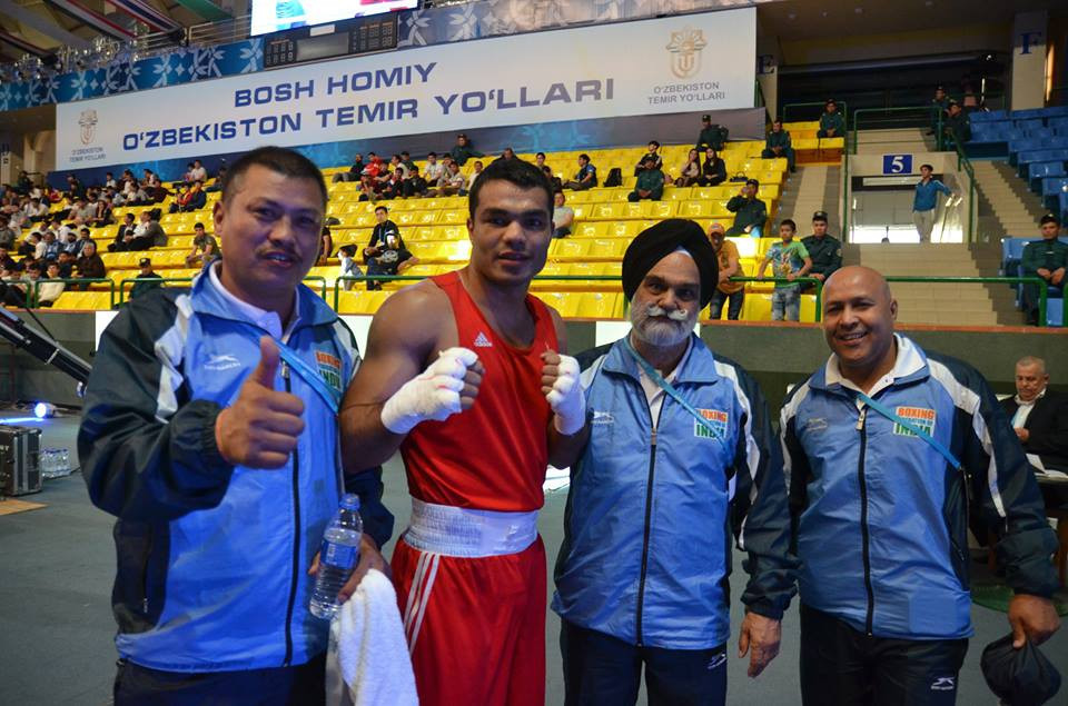 Vikas Krishan Yadav, second left, was among the winners today in Tashkent ©ASBC/Facebook