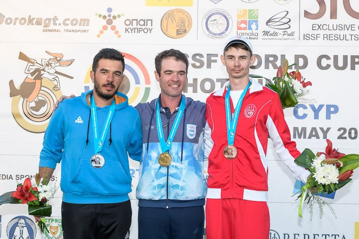 Federico Gil overcame 14-time World Cup medalist Georgios Achilleos of Cyprus to stun the home crowd ©ISSF