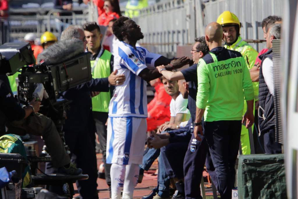 Sulley Muntari angrily confronted Cagliari fans ©Getty Images