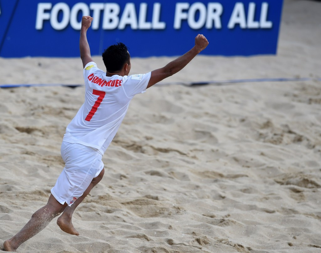 Rouhani hails Iran's 3rd place in Beach Soccer World Cup