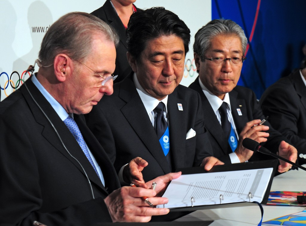 Jacques Rogge signs the Tokyo 2020 host city contract in one of his final acts as IOC President ©Getty Images