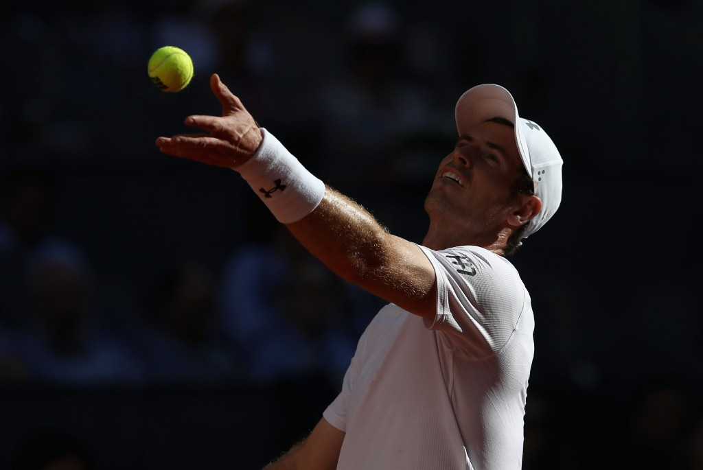 Murray eases into Madrid Open third round