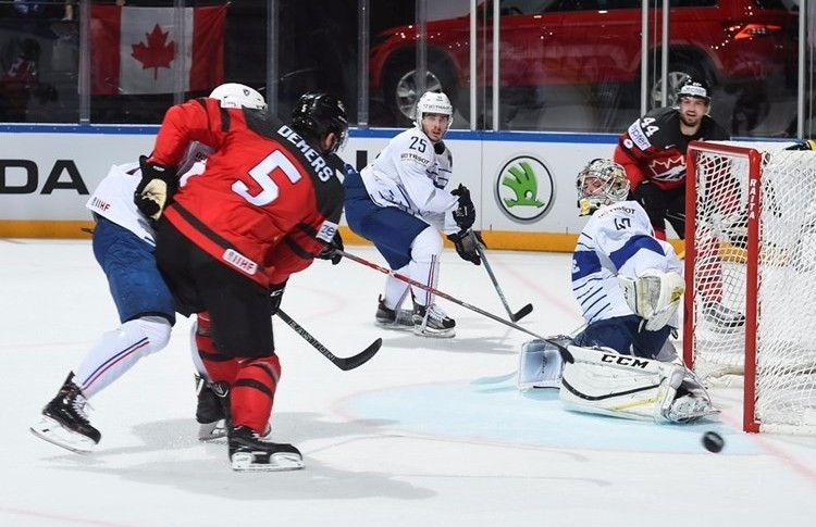 Canada defeated France 3-2 in Paris ©IIHF