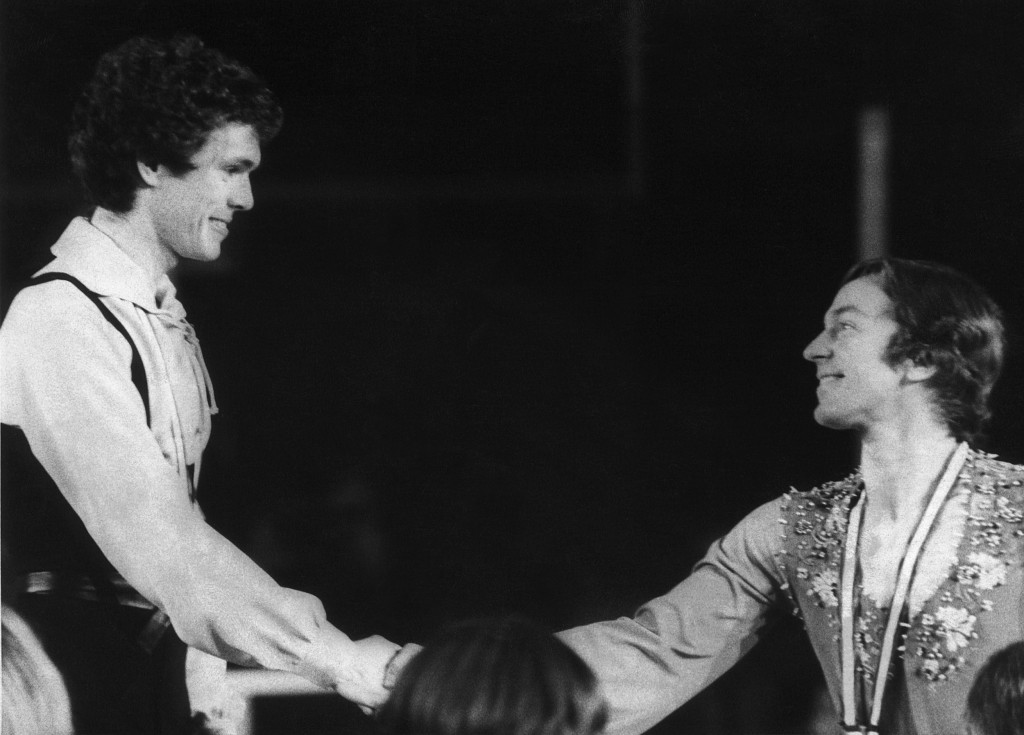 Toller Cranston, right, with Britain's John Curry at the Innsbruck Winter Olympics in 1976 ©Getty Images