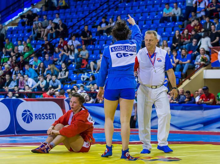 Odzelashvili proved too strong for Irina Alekseeva in the women's 72 kilograms final ©FIAS