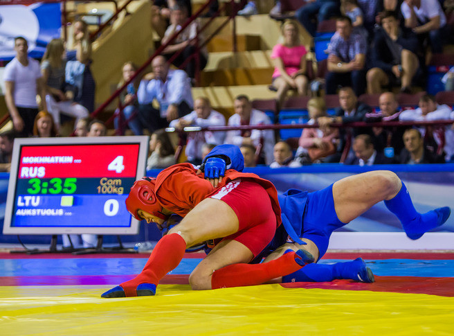 Russia's Mikhail Mokhnatkin triumphed in the combat sambo 100kg final with Lithuania's Teodoras Aukstuolis having to settle for silver ©FIAS