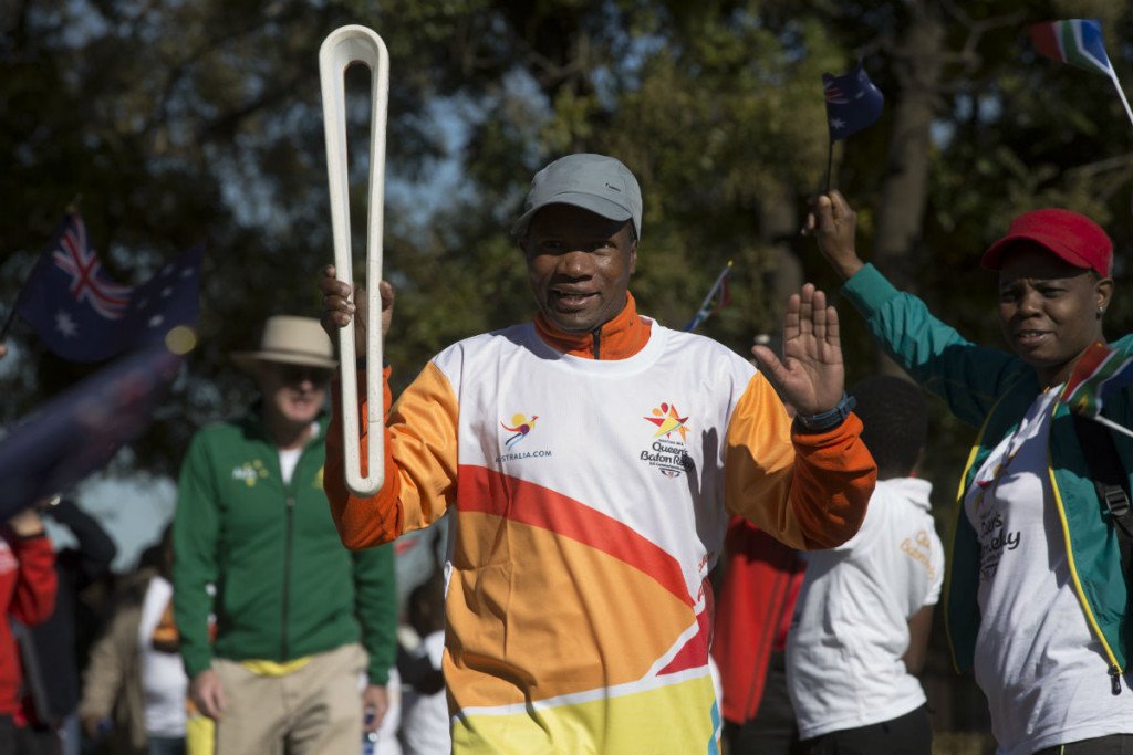 Olympic gold medal-winning marathon runner Josia Thugwane carried the Queen's Baton on the final leg of the African tour in South Africa ©Gold Coast 2018