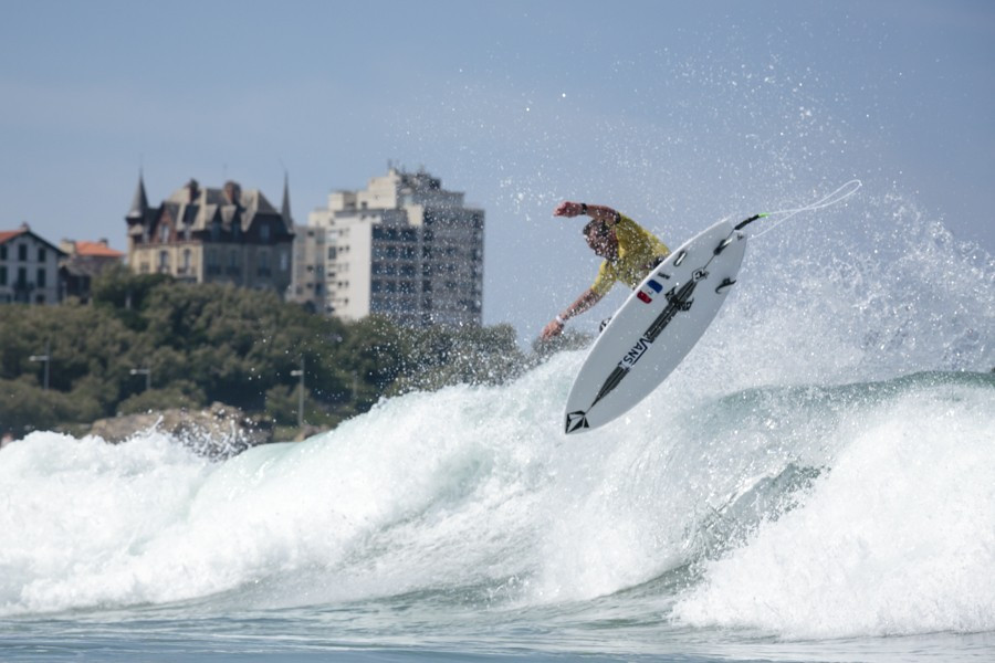Hosts France hold onto commanding lead at ISA World Surfing Games