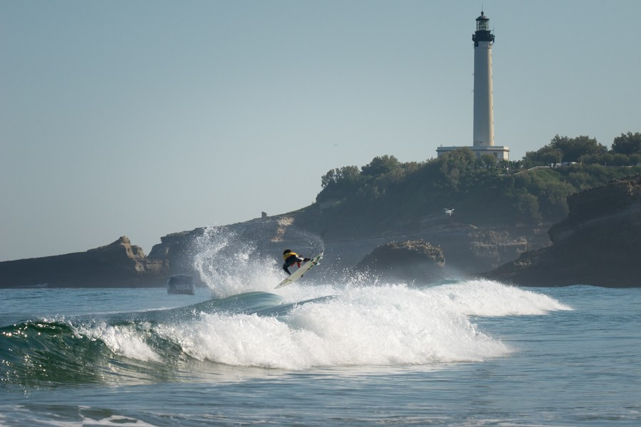 Surfers were greeted by a new swell on the sixth day of competition ©ISA/Sean Evans