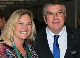 Moira Lassen pictured with IOC President Thomas Bach ©IWF