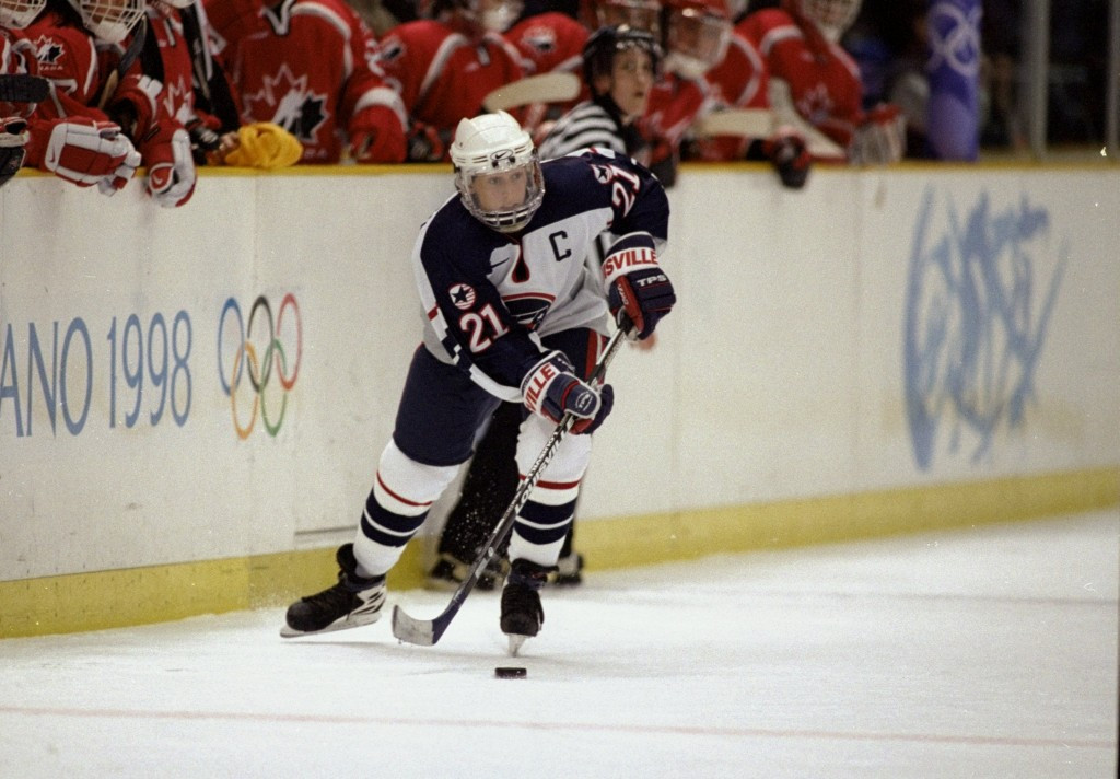 The American women's ice hockey team from Nagano 1998 will be inducted into the Colorado Springs Sports Hall of Fame ©Getty Images