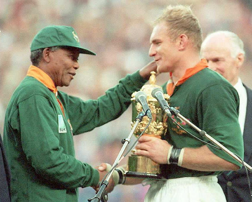 Then South African President Nelson Mandela presented the Rugby World Cup trophy to the country's captain Francois Pienaar in 1995 ©Getty Images