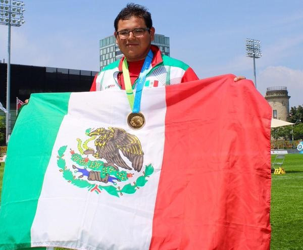 Luis Alvarez celebrates after his nailbiting victory in the men's final ©Mexican Olympic Committee